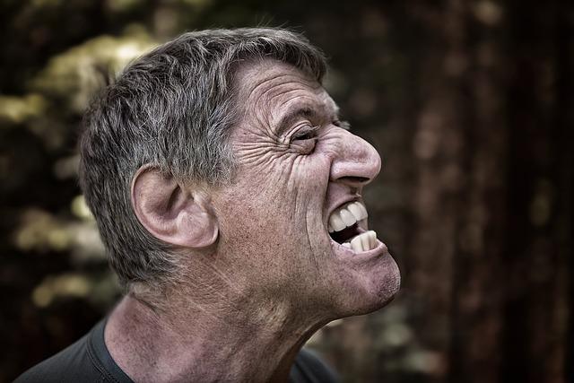 頭痛で困ってるなら必ず知っておきたい!【片頭痛かも】こめかみが痛いときの原因と予防法