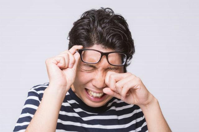 目を洗うのはよくないと言われるけどコンタクトレンズの人は絶対に洗った方がいい