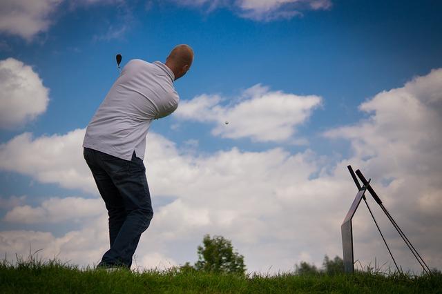 ゴルフで腰痛になる!?スイング気にするよりアレやめた方がいいですよ