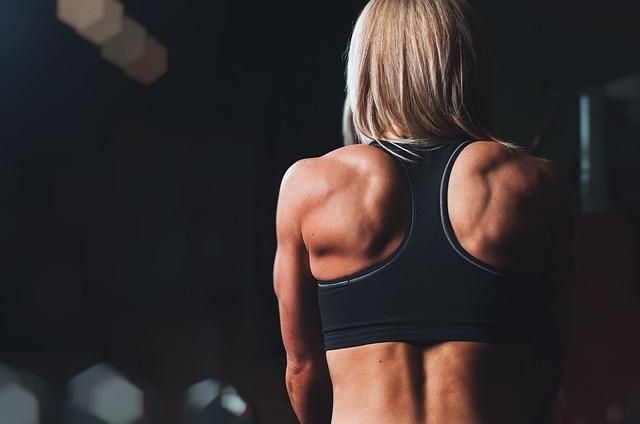 肩こり解消ストレッチは肩甲骨を動かすのが超重要!その理由とやり方を簡単に解説