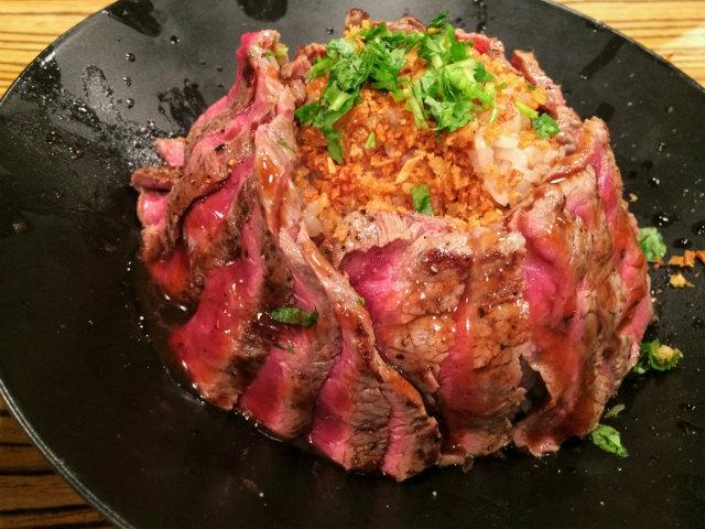「佰食屋」のステーキ丼