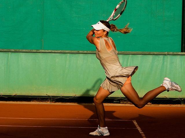 肘が痛い!テニス肘の原因・対策と簡単にできるストレッチを紹介