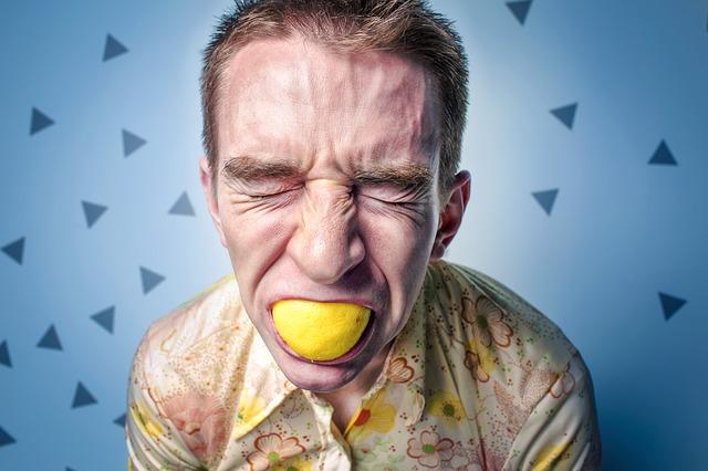 肩こりから起こる頭痛の原因!緊張型頭痛の5つの解消法