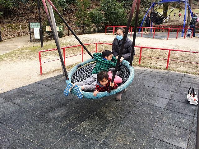【宝が池公園】子どもの楽園/バスケットブランコ