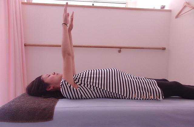 [妊婦ストレッチ]筋肉を目覚めさせる『朝ストレッチ』で肩こりを解消!