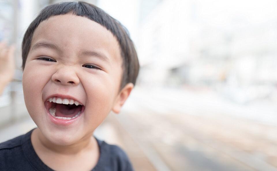 ムリヤリ笑顔を作る