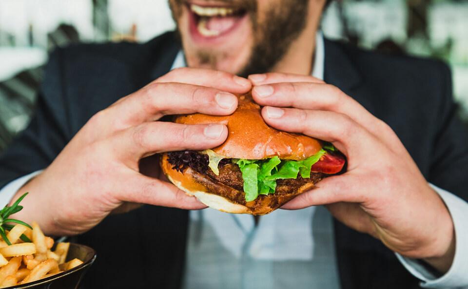 腰痛の原因は偏った食生活