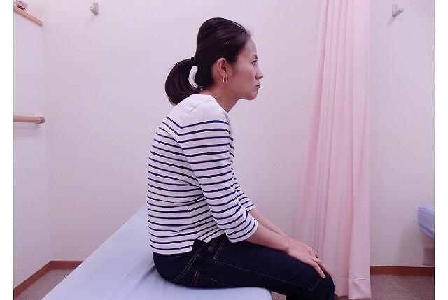 肩こりの姿勢を矯正!肩こりの原因になる姿勢と改善法を紹介