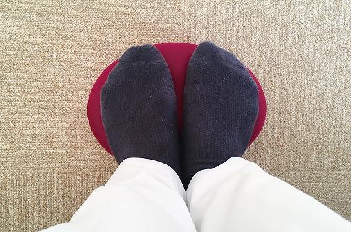 湯たんぽたまごで足の裏を温める