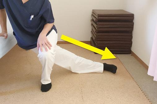 膝をしっかり伸ばす