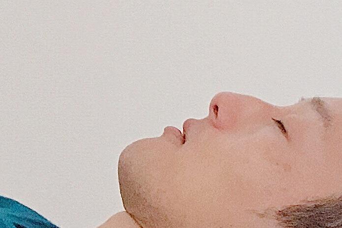 鼻から息を吸う