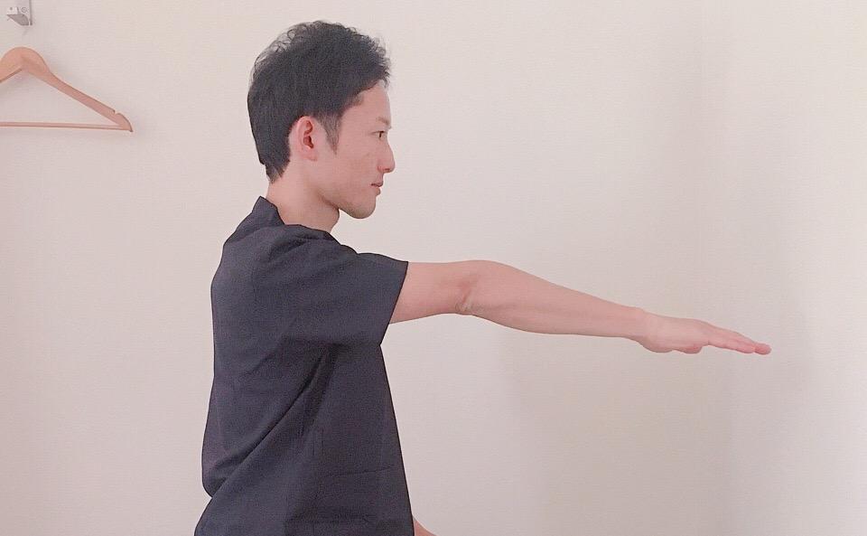肘を伸ばす