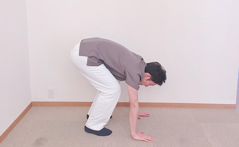 ゆっくり膝を伸ばす