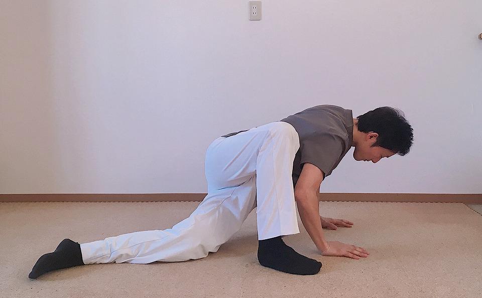 ガニ股・O脚の人向け大腿筋膜張筋(太ももの上側)のストレッチ