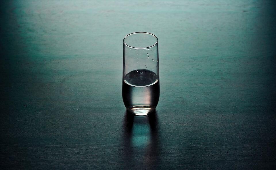 痛み止めを飲む水
