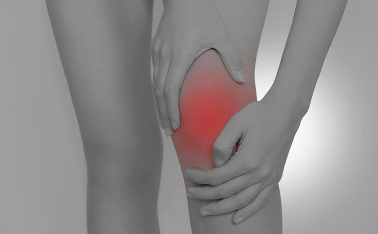 姿勢のアンバランスによる膝への負担