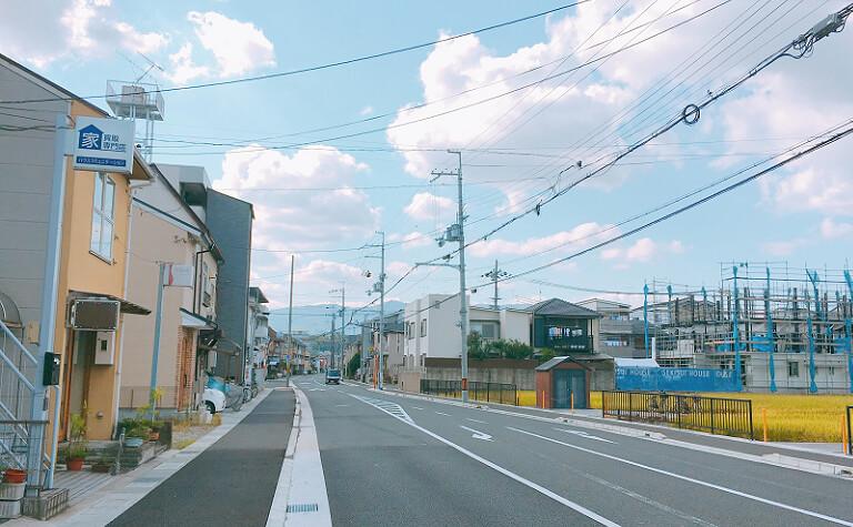 横断歩道を左折した風景