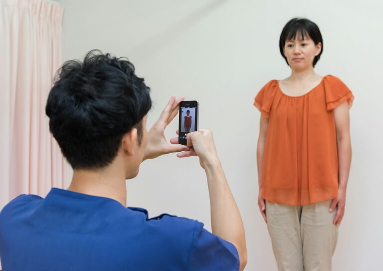 画像ソフトで骨格と姿勢を分析